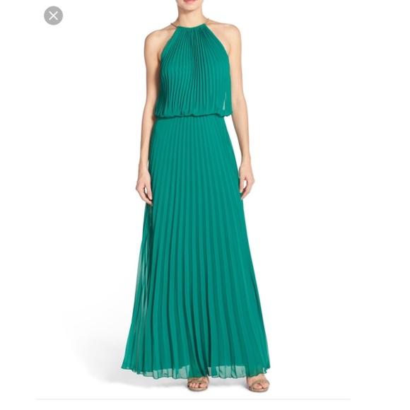 c37507143cfba Xscape Dresses | Nwt Green Pleated Chiffon Gowndress Size 6 | Poshmark